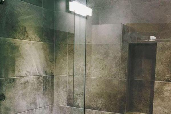 Miroir de salle de bain fabricant de miroir sur mesure à Montréal - Vitrerie Léon Charlebois vitrier à Verdun