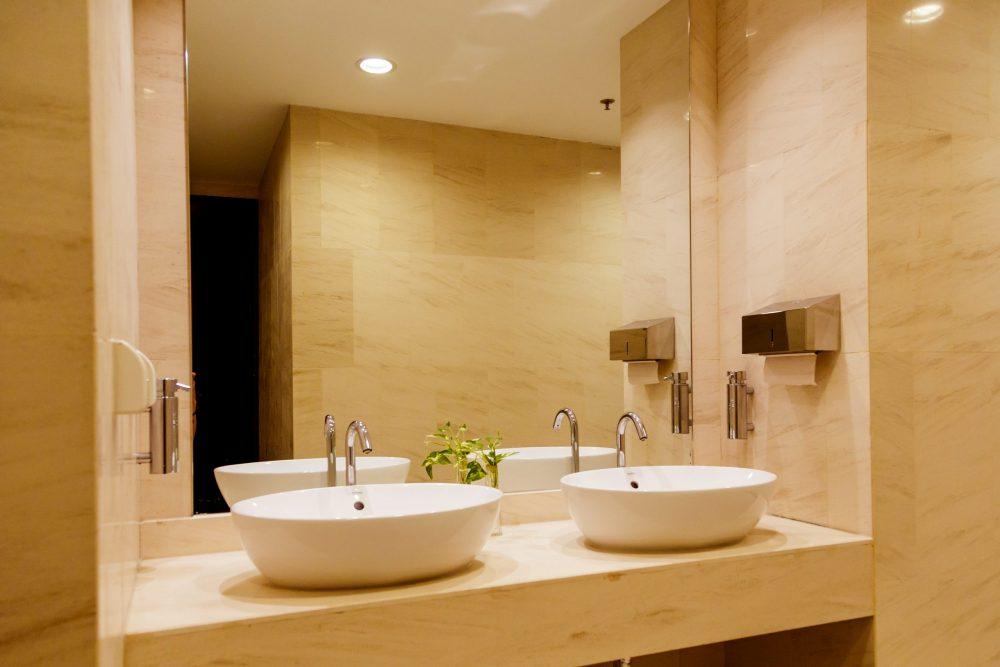Miroir de salle de bain fournisseur de miroir sur mesur à Montréal - Vitrerie Léon Charlebois à Verdun